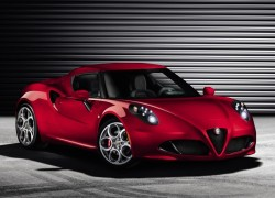 Alfa Romeo Introduces the 4C Sportscar to North America