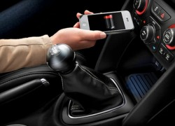 Chrysler Unveil Industries First Wireless In-Vehicle Smartphone Charging System