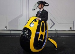Hyundai unveils its concept egg-mobile, silly hat included