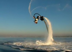 Jetpack for the Water Lets You Jump and Dive Like a Dolphin (video)