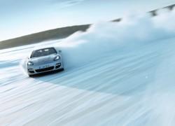 Driving on Ice – Porsche in Austria