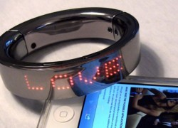 Smart bracelet puts a real-time LED billboard on your wrist
